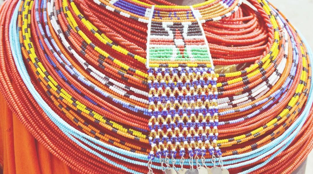 ケニアの原住民の衣装